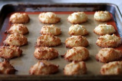 crispy-chewy-orange-macaroons
