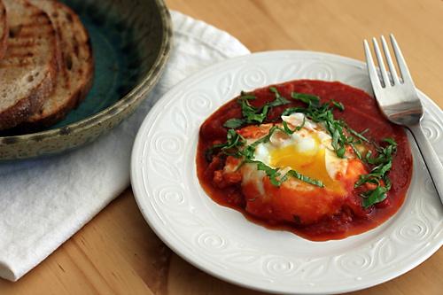 poached-eggs-tomato-sauce
