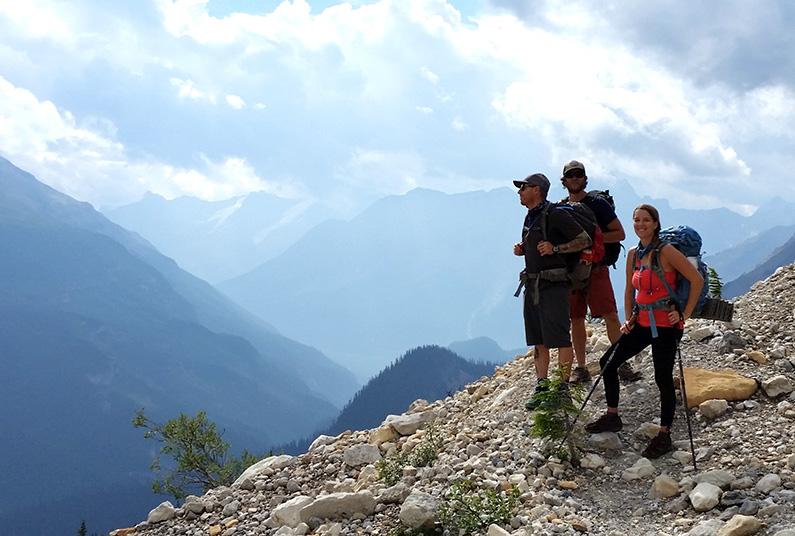 iceline-trail-hikers