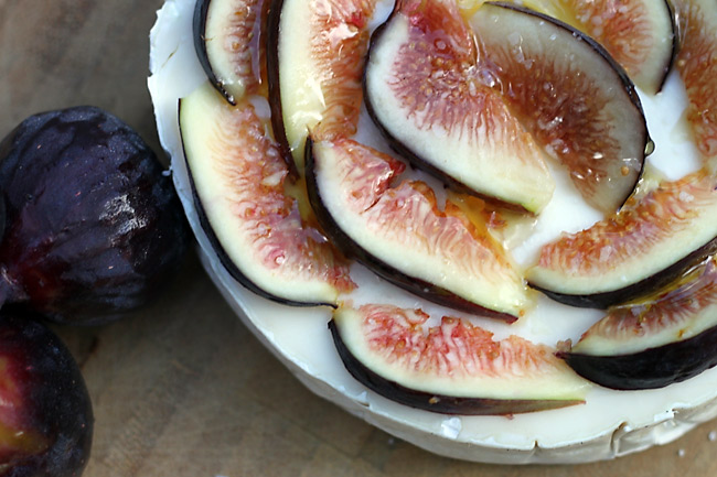 fig-brie-honey-picnic-bruschetta