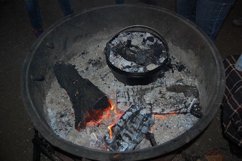 dutch-oven-in-fire