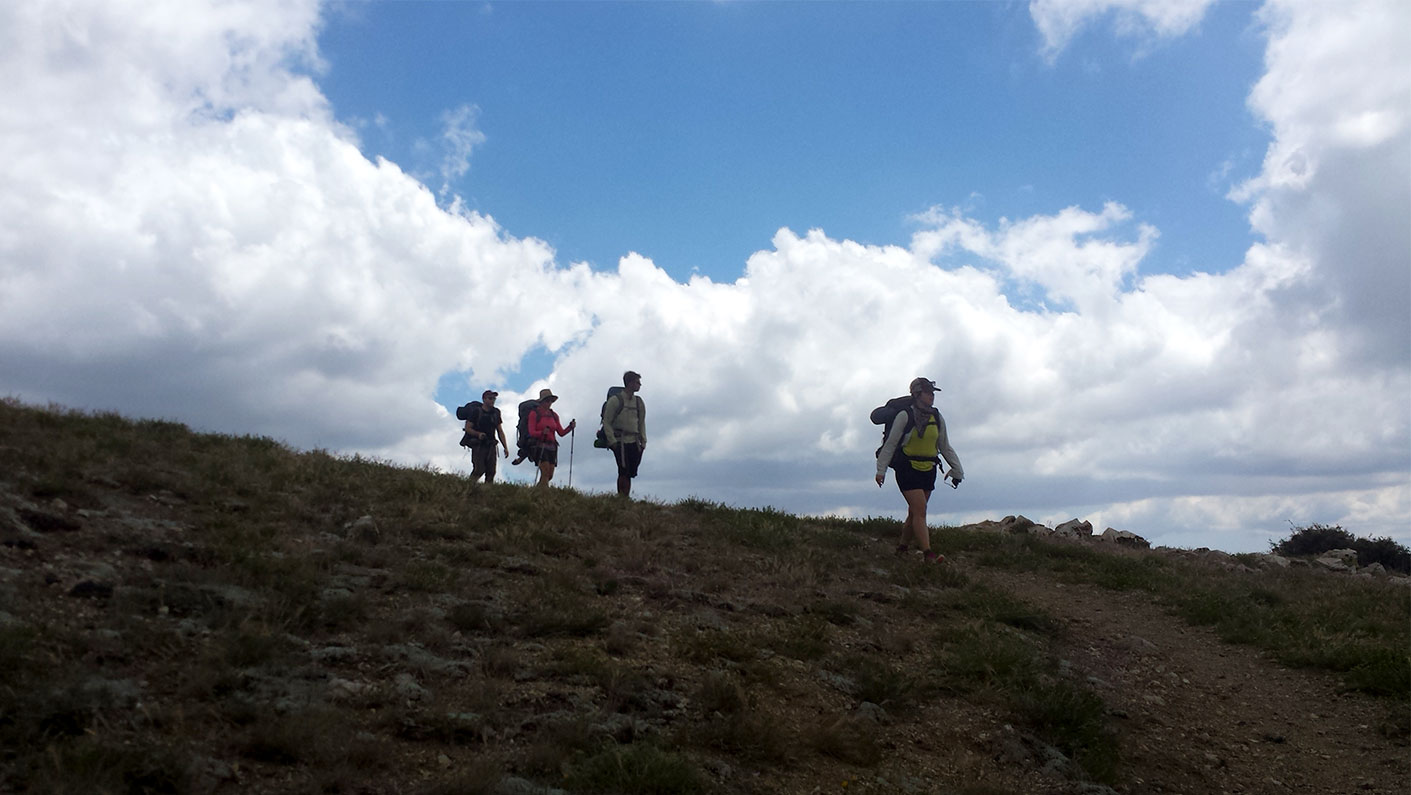 group-backpacking-2